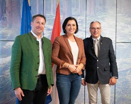 Obmann Auernig und Geschäftsführer Pfleger informierten Bundesministerin Elisabeth Köstinger über die Vorhaben von Fleckvieh Austria.