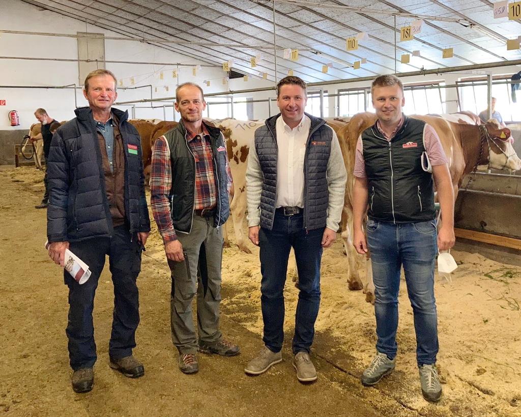 Reinhard Pfleger mit den Verantwortlichen der Rinderzucht Salzburg
